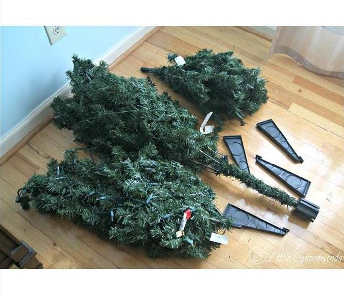 Why SERVPRO Cleaning an Artificial Christmas Tree